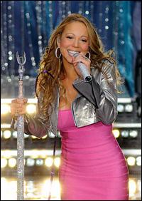 Mariah fumes onstage d...